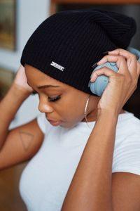 Musik hörende Frau